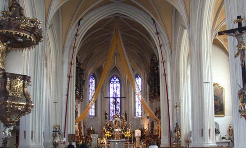 Wallfahrtskirche Mariä Himmelfahrt auf dem Bogenberg (c) Landsratamt Straubing