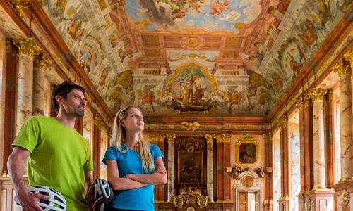 Donauradweg Stift St. Florian (c) WGD Donau Oberösterreich Tourismus GmbH Hochhauser