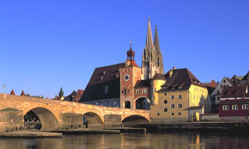 Regensburg Steinerne Brücke Und Dom(c)ARGE Strassederkaiserundkoenige