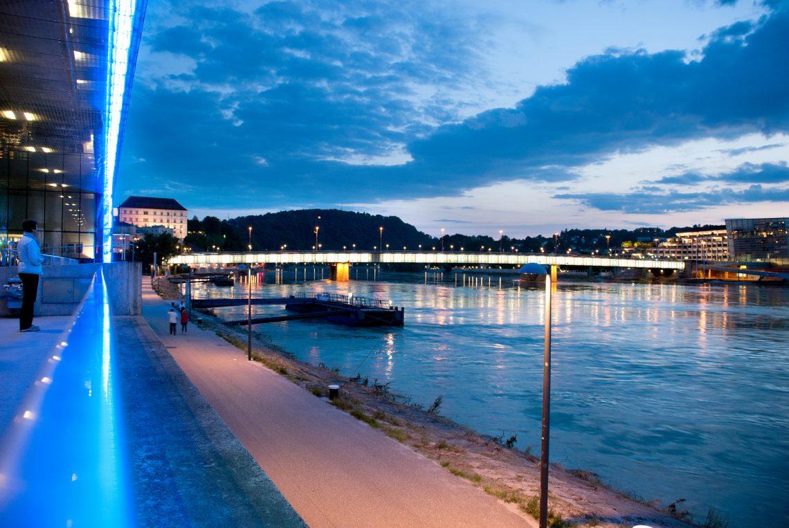 Lentos Kunstmuseum und Nibelungenbrücke Linz ©linztourismus_REckerstorfer