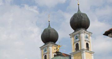 Metten Vor Dem Kloster © Landkreis Deggendorf