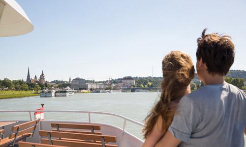 Schifffahrt Linz Donau © Tom Mesic