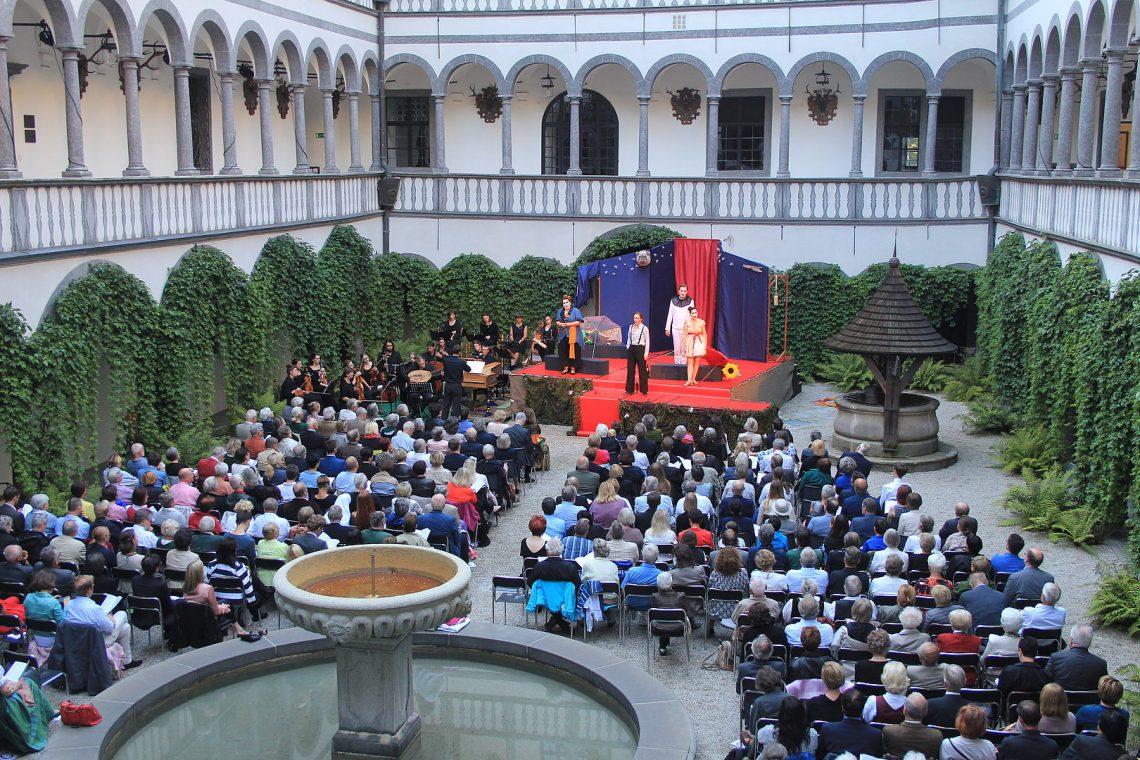 Donaufestwochen Einblick Arkadenhof Schloss Greinburg DonauFESTWOCHEN
